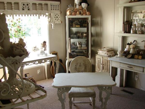 Магазин антикварной мебели